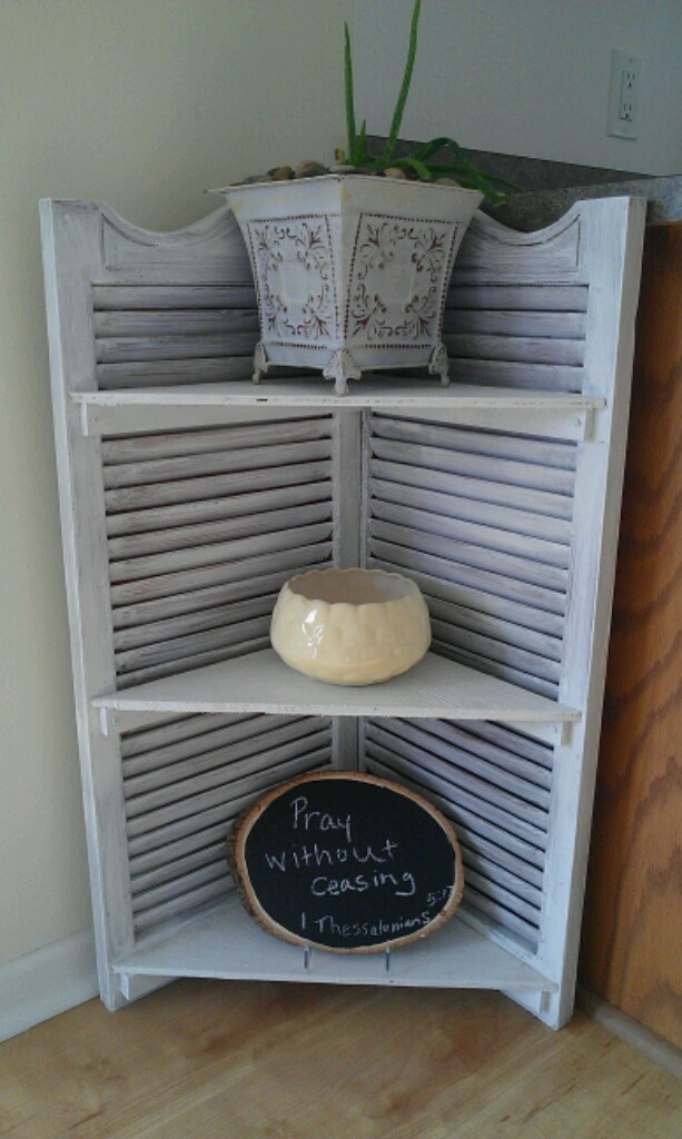 Here Are Some Creative Old Shutter Home Decoration Ideas