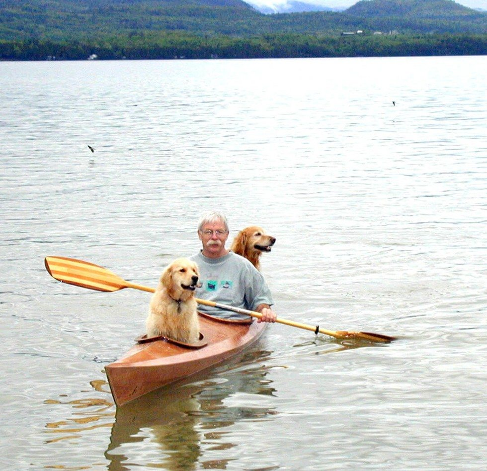 man_builds_special_kayak_for_his_dogs_3