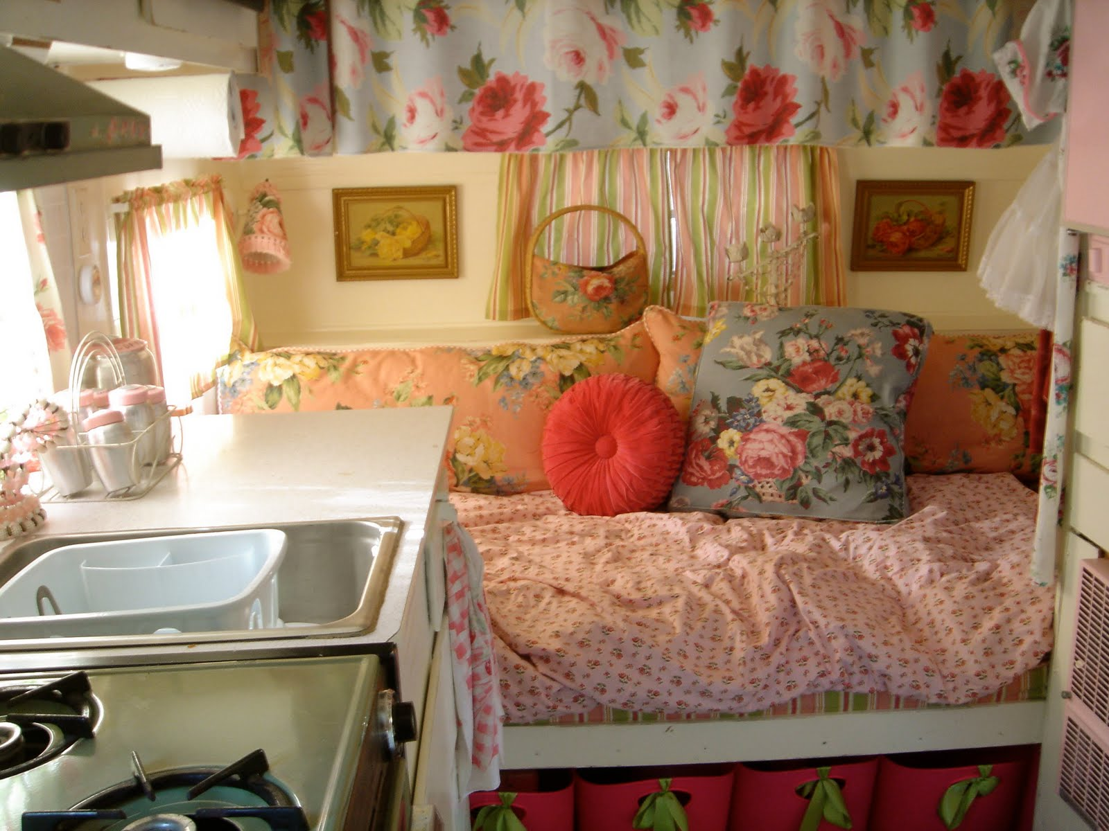 kitchen-and-hideaway-bed-again