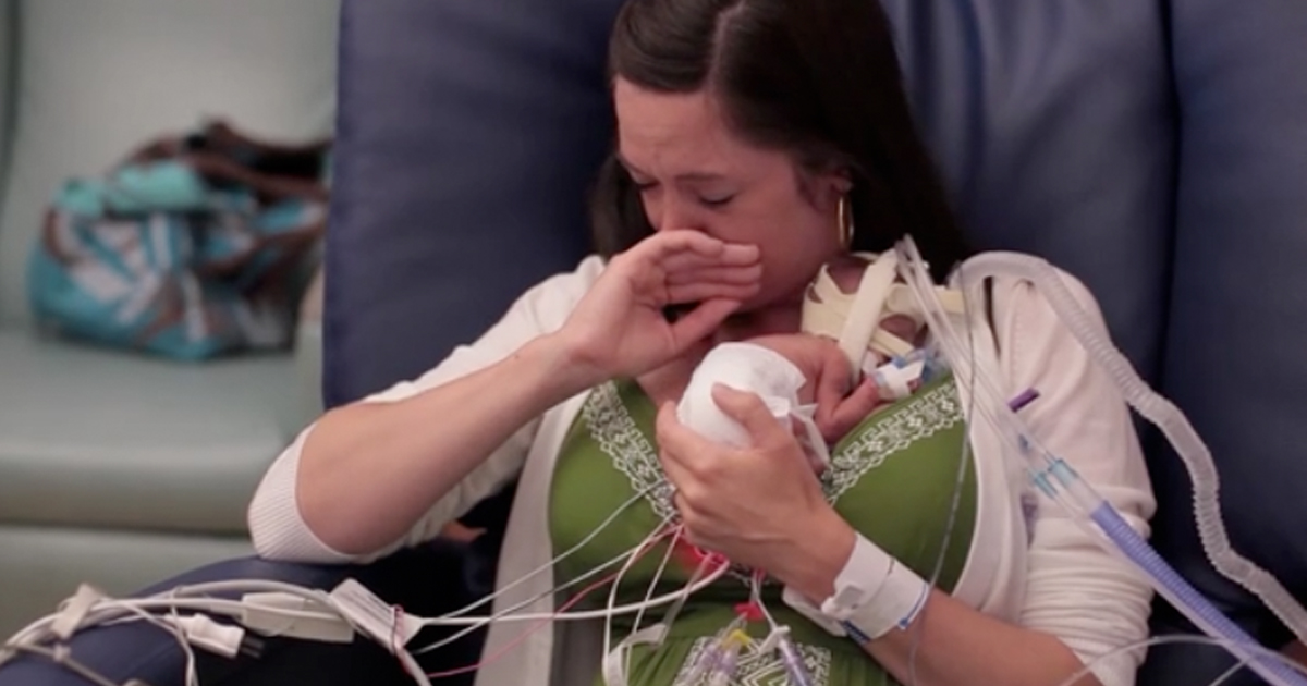 dad-films-premature-baby-first-year-of-life-featured