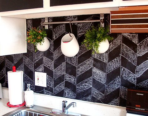 backsplash-chalkboard-paint
