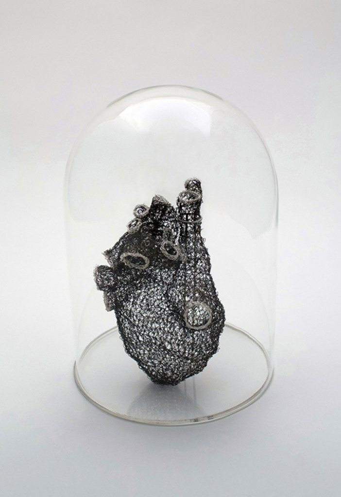 woman_crochets_wire_to_create_anatomically_correct_heart_3