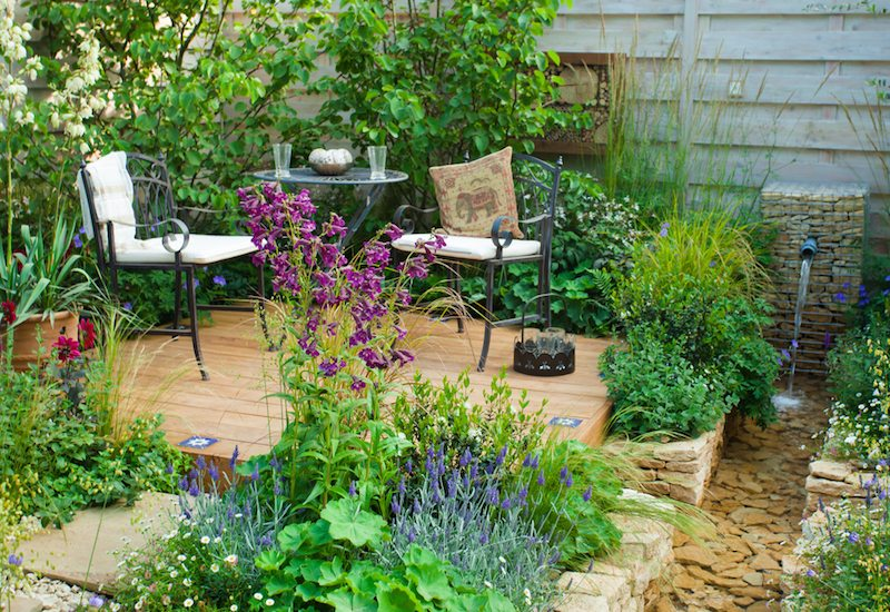 3.-garden-with-small-sitting-area