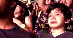 boy_with_autism_sees_coldplay_live_featured