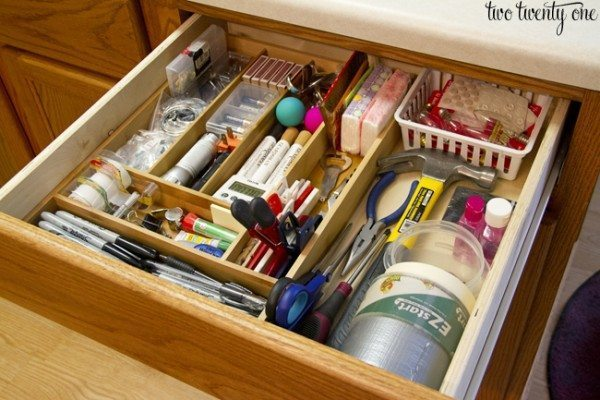 Junk-Drawer-Organization-600x400 - Tips on how to keep one's house neat and tidy - How To Tips